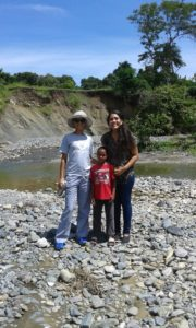 Jackie and Nicaury with little boy Ezequiel, visiting Maguana´s community.