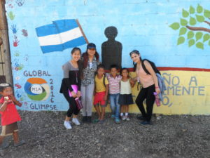 Glimpsers and kids from community in front of the school in Sor Maria