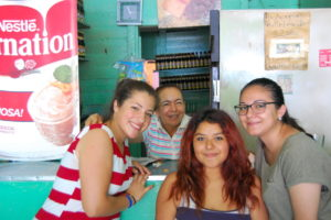 With Rubia - the master of the zapote milkshake