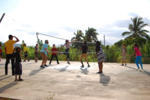 Pick up Volley Ball with the Maguana al Medio crew. Nice moves, Judit!!